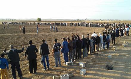 Human chain near Kobanê