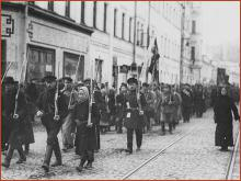 Marching revolutionary workers in Petrograd 1917